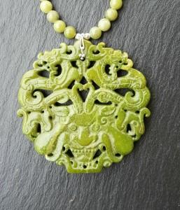 Dragon jade olive médaillon